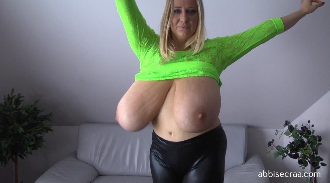 Abbi in greyish green - movie